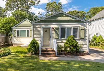 Holtsville Single Family Home For Sale: 67 Pearl Ave