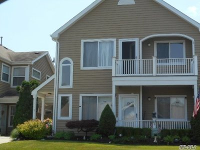 Middle Island Condo/Townhouse For Sale: 25 Eric Dr