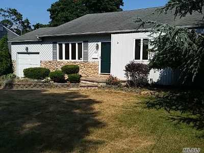Bayport Single Family Home For Sale: 183 Edgewater Ave