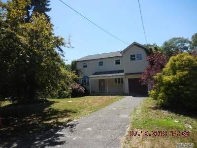 Medford Single Family Home For Sale: 724 Old Medford Ave