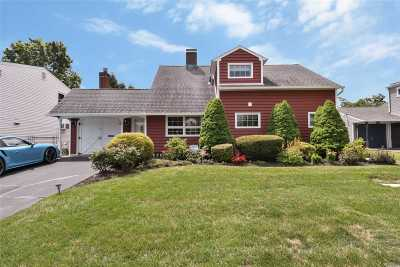 Hicksville Single Family Home For Sale: 16 Thimble Ln