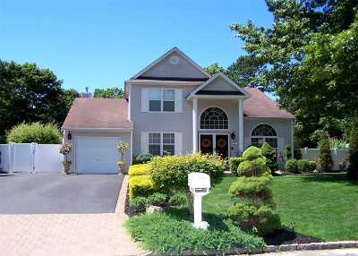 Middle Island Single Family Home For Sale: 20 Winterberry Dr