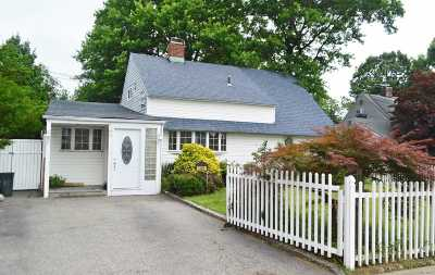 Levittown Single Family Home For Sale: 145 Orchid Rd