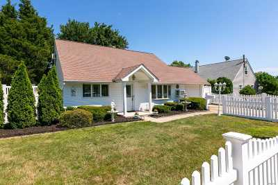 Nassau County Single Family Home For Sale: 169 Southberry Ln