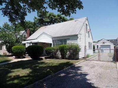 Nassau County Single Family Home For Sale: 2030 Amherst Ave