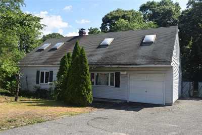 Selden Single Family Home For Sale: 3 Bear St