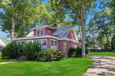 West Islip Single Family Home For Sale: 340 Paumanake Ave