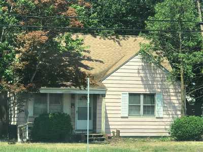 Nassau County Single Family Home For Sale: 56 Walnut Ave E