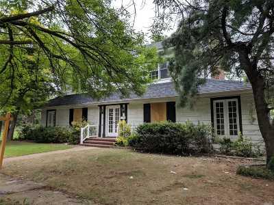 Hempstead Single Family Home For Sale: 34 Clark Pl