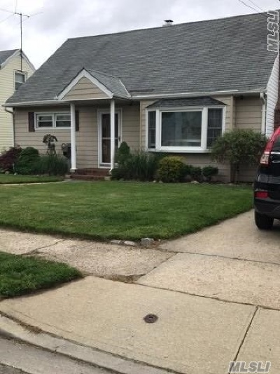 Nassau County Single Family Home For Sale: 47 East Ave