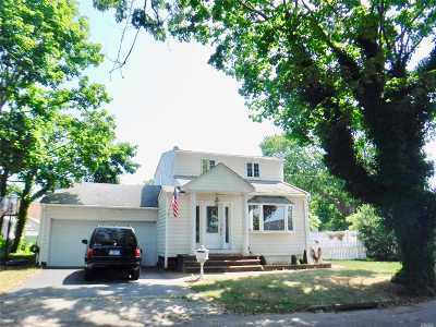Lindenhurst Single Family Home For Sale: 786 S 4th St