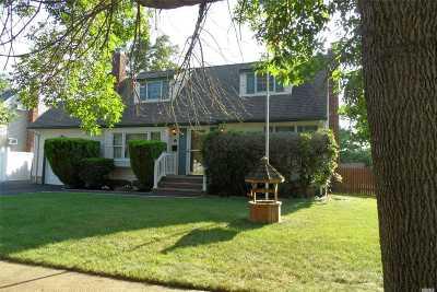Nassau County Single Family Home For Sale: 24 Linwood Pl