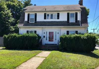 Westbury Single Family Home For Sale: 67 Sudbury Ln