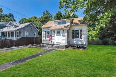 Islip Single Family Home For Sale: 37 Andrew Ave