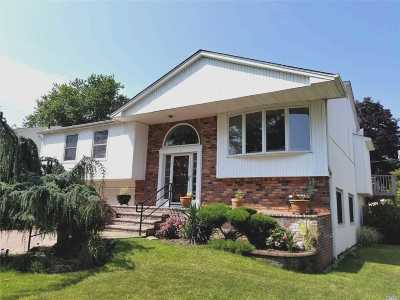 Nassau County Single Family Home For Sale: 10 Valley Lane West