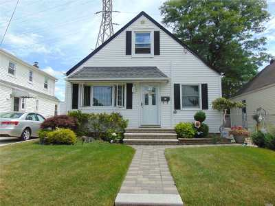 Nassau County Single Family Home For Sale: 74 Westcott St