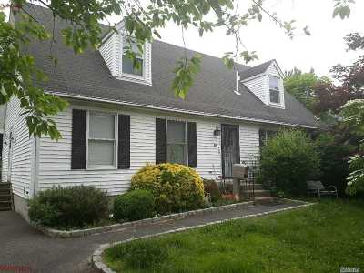 Patchogue Single Family Home For Sale: 63 Nottingham Ave
