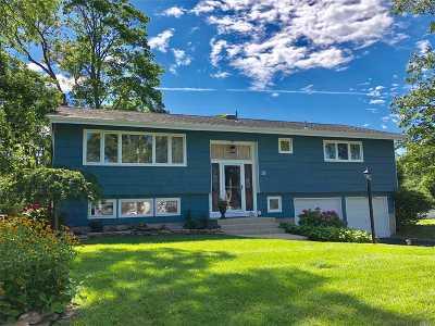 Bayport Single Family Home For Sale: 15 Baywood Ln