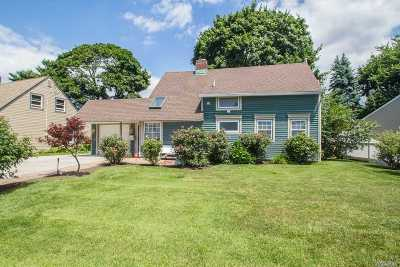 Nassau County Single Family Home For Sale: 37 Grey Ln