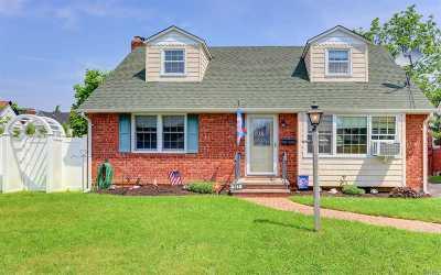 Nassau County Single Family Home For Sale: 971 Waverly Pl