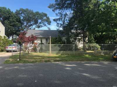 Deer Park NY Single Family Home For Sale: $239,999