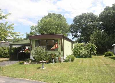 Bohemia Single Family Home For Sale: 39 Periwinkle Dr