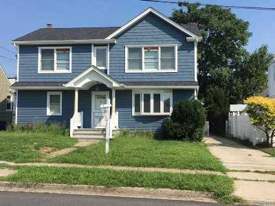 Hicksville Single Family Home For Sale: 19 Mineola Ave