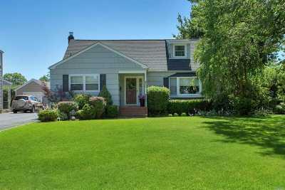 Bay Shore Single Family Home For Sale: 46 Hemlock Ln