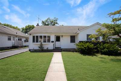 East Meadow Single Family Home For Sale: 688 Dewey Pl
