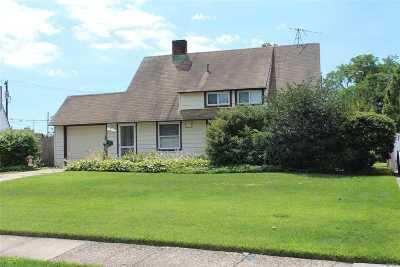Hicksville Single Family Home For Sale: 29 Bond Ln