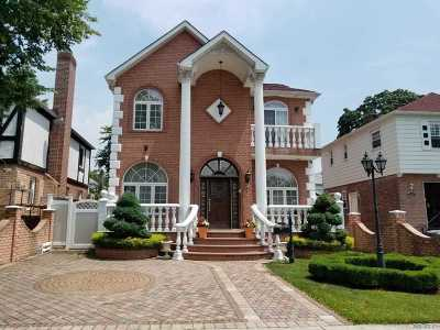 Fresh Meadows Single Family Home For Sale: 73-31 189 St