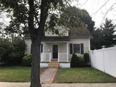 Islip Single Family Home For Sale: 94 Nassau St