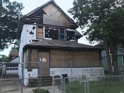 Lynbrook Single Family Home For Sale: 32 Davison Ave