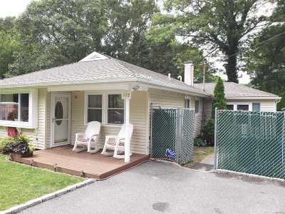 Lake Ronkonkoma Single Family Home For Sale: 118 Webster Ave