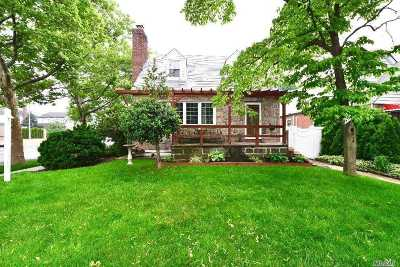 Fresh Meadows Single Family Home For Sale: 69-82 184th St