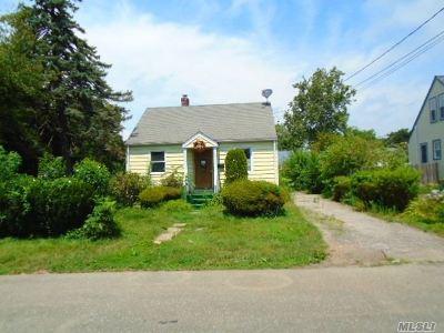 Huntington Single Family Home For Sale: 26 Caldwell St