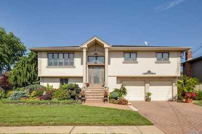 Merrick Single Family Home For Sale: 2936 Charlotte Dr