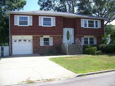 Sayville Single Family Home For Sale: 200 Marion St