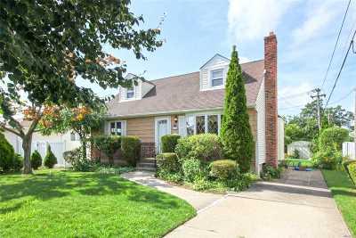 East Meadow Single Family Home For Sale: 2548 Cedar St