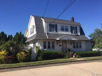 Lynbrook Single Family Home For Sale: 55 Vine St