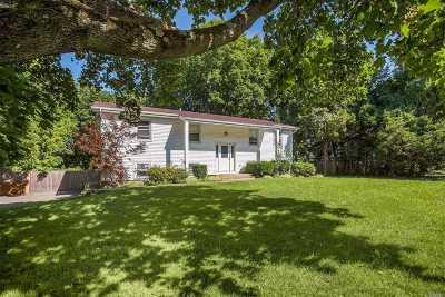 Hauppauge Single Family Home For Sale: 196 Northfield Rd