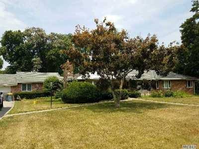 Old Westbury Single Family Home For Sale: 32 The Pines