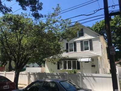 Hempstead Single Family Home For Sale: 151 Harvard St