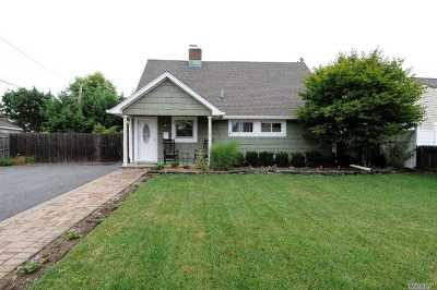 Levittown Single Family Home For Sale: 5 Stonecutter Rd