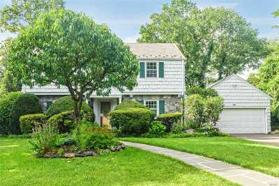 Port Washington Single Family Home For Sale: 66 Country Club Dr