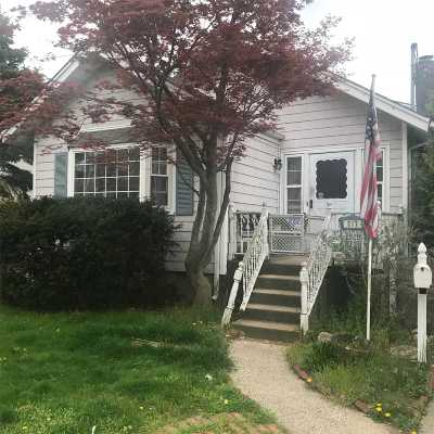 Merrick Single Family Home For Sale: 217 Smith St