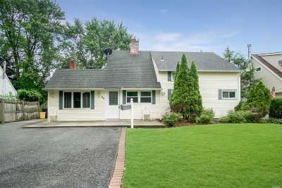 Hicksville Single Family Home For Sale: 32 Ballad Ln