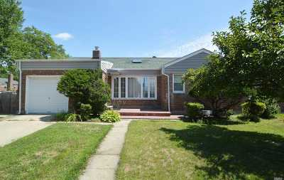 Little Neck Single Family Home For Sale: 63-27 253rd St