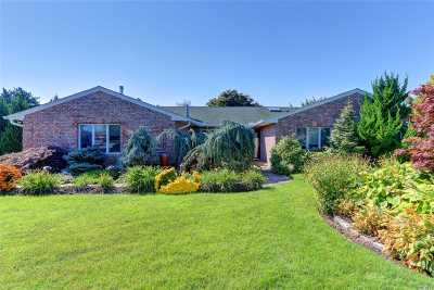 Copiague Single Family Home For Sale: 6 Lagoon Ct