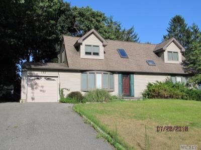 Nesconset Single Family Home For Sale: 135 Shenandoah Blvd